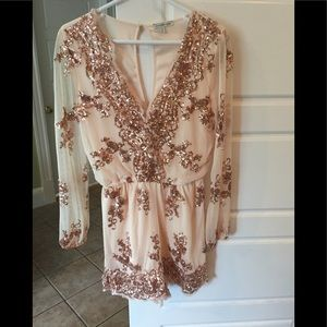 NWOT Beautiful Rose gold Sequin Romper Size M